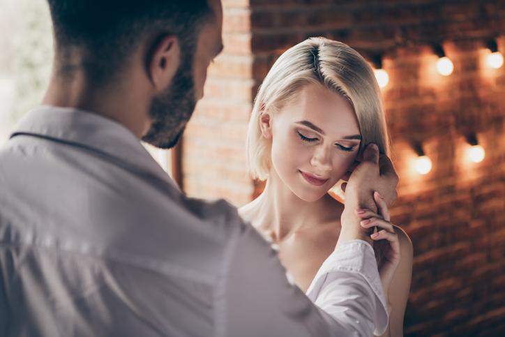 奥さんに負けない激しいセックスを(写真:iStock)