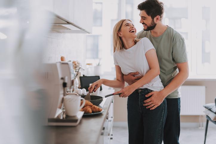 料理が得意な女性に男性は惹かれる(写真:iStock)