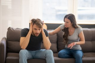 なぜ距離を取らない?姑に苛立つ妻に冷ややかな目を向ける夫
