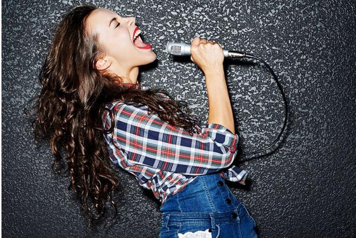 自分だけ歌うのはNG(写真:iStock)