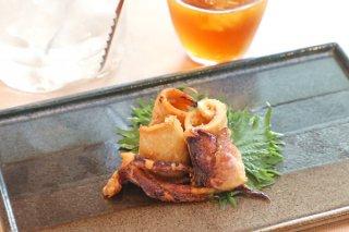 「スルメイカの香り揚げ」紹興酒と醤油で味と香りが引き立つ