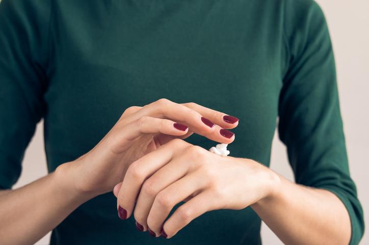 しっとりとした手をめざそう(写真:iStock)