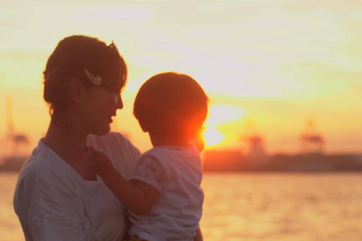 母親がシングルマザーだったことが関係?(写真:iStock)