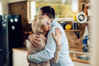 10歳差でも…年上好きの男性は母親との関係が影響している?