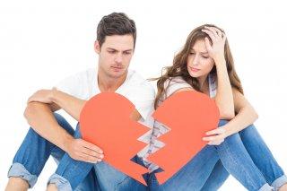いつもと違う…同棲中の彼が出す別れのサイン5つ&対処方法