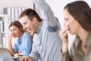 職場のスメハラ対処法5つ! 言えない&耐えられない人必見