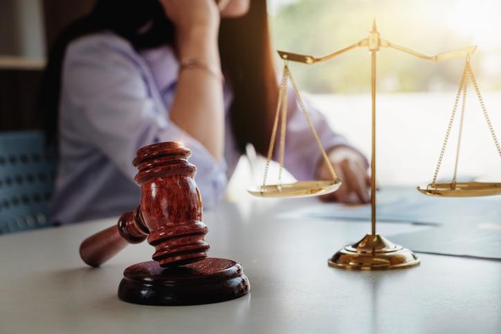 トラブルは弁護士に相談を(写真:iStock)