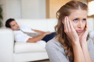 彼氏の冷たい態度はわざとかも…? 隠れた男性心理&対処方法