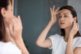 眉間のシワが気になる…簡単&効果的な4つのケア&予防方法