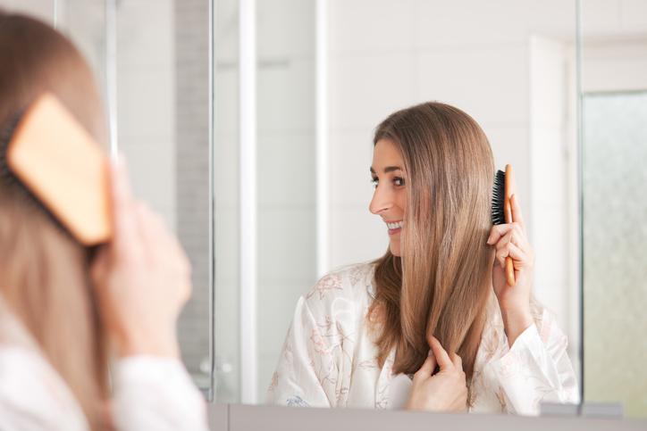 正しい頭皮ブラッシングでツヤ髪に(写真:iStock)