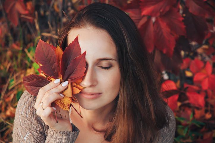アースカラーメイクで秋を楽しもう(写真:iStock)