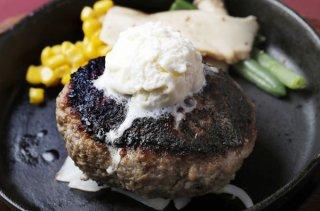 ひき肉だけで作る「つなぎなしハンバーグ」 ソースが絶妙!