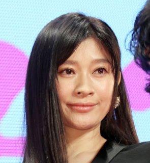 篠原涼子の凛とした透明感に憧れる! 美容家おすすめテク3選