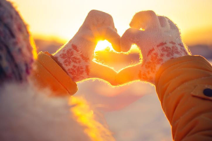 人肌恋しくなる冬(写真:iStock)