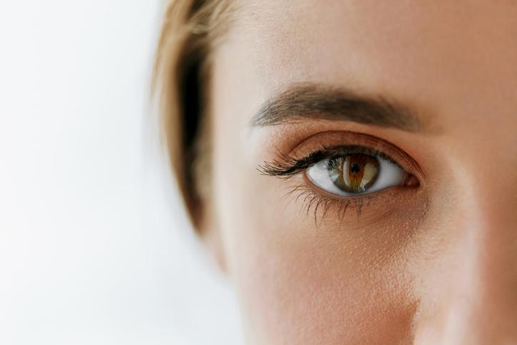 魅力的な目元にドキドキ(写真:iStock)
