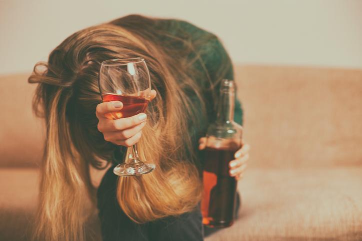 どんどんお酒の量が増えてくように(写真:iStock)