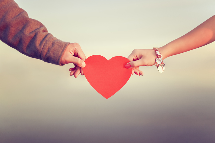 恋愛は損得勘定でするものじゃない!(写真:iStock)