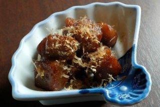 辛くて美味しい「雷コンニャク」 コクの秘密はウナギのタレ